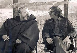 Orson Welles and Gordon during the filming of Necromancy (1972)