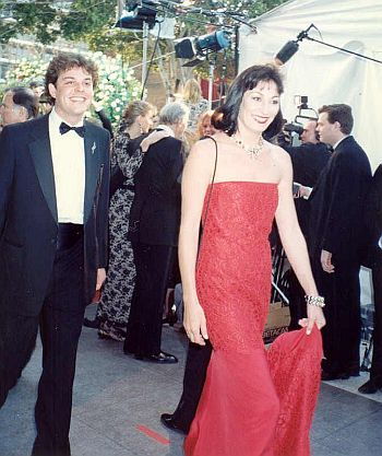 Anjelica Huston and Danny Huston at the 62nd Academy Awards. Photo by Alan Light. Reproduced courtesy of the photographer and Wikimedia Commons.