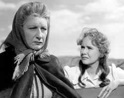 Judith Anderson and Teresa Wright in Pursued
