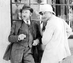 Browning and Lon Chaney during the filming of The Road to Mandalay