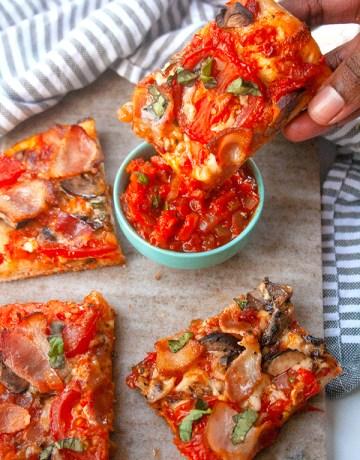Homemade Bacon and Tomato Pizza | brightrootskitchen.com