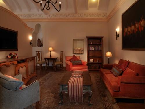 Palacio Nazarenas suite area