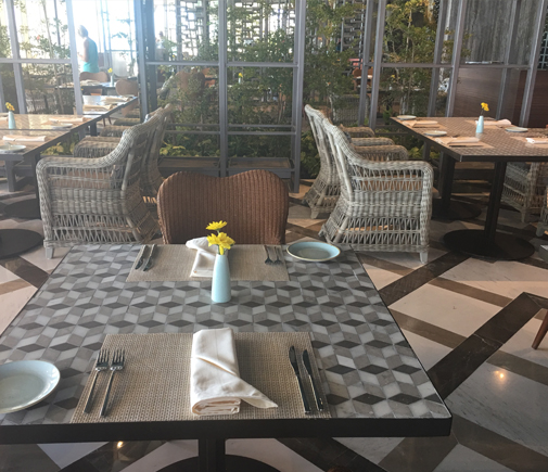 velas-10-restaurant-interior