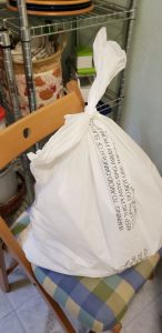 Securely tied outer trash bin liner