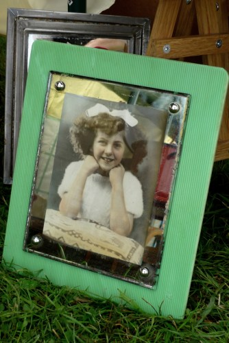 Glass picture frame on B&T stall