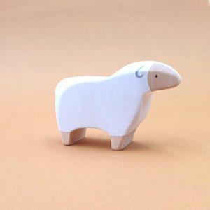 Mouton blanc debout