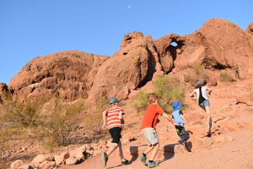 hiking papago park with kids