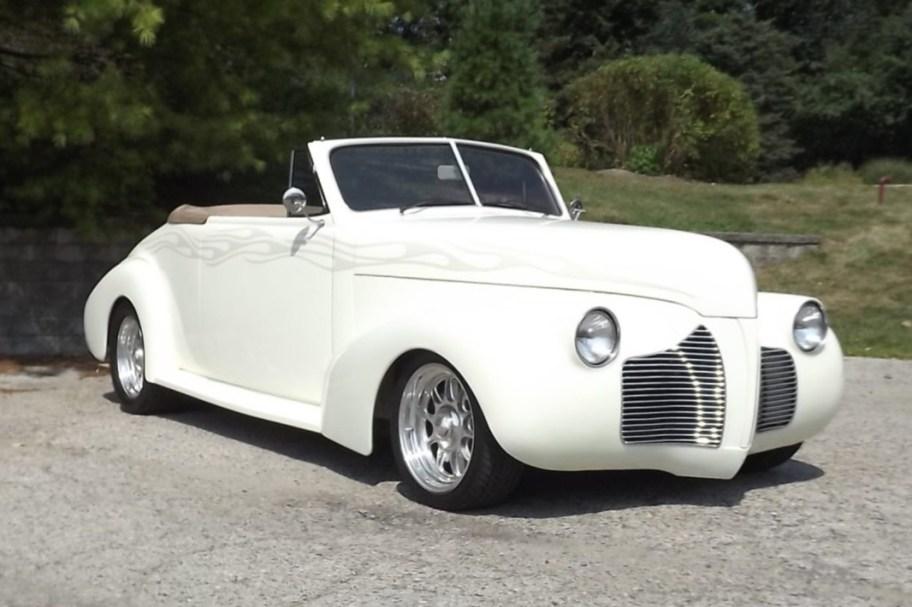 1940 Pontiac Deluxe Convertible Street Rod