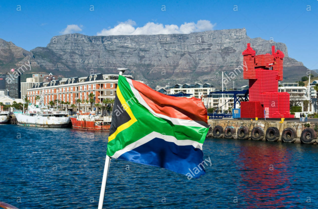 Elliot the Crate fan and South African Flag with Table Mountain view from V&A Waterfront; Ulrich Doering / Alamy Stock Photo