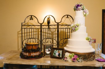 photos-of-wedding-cakes-at-briscoe-manor-015