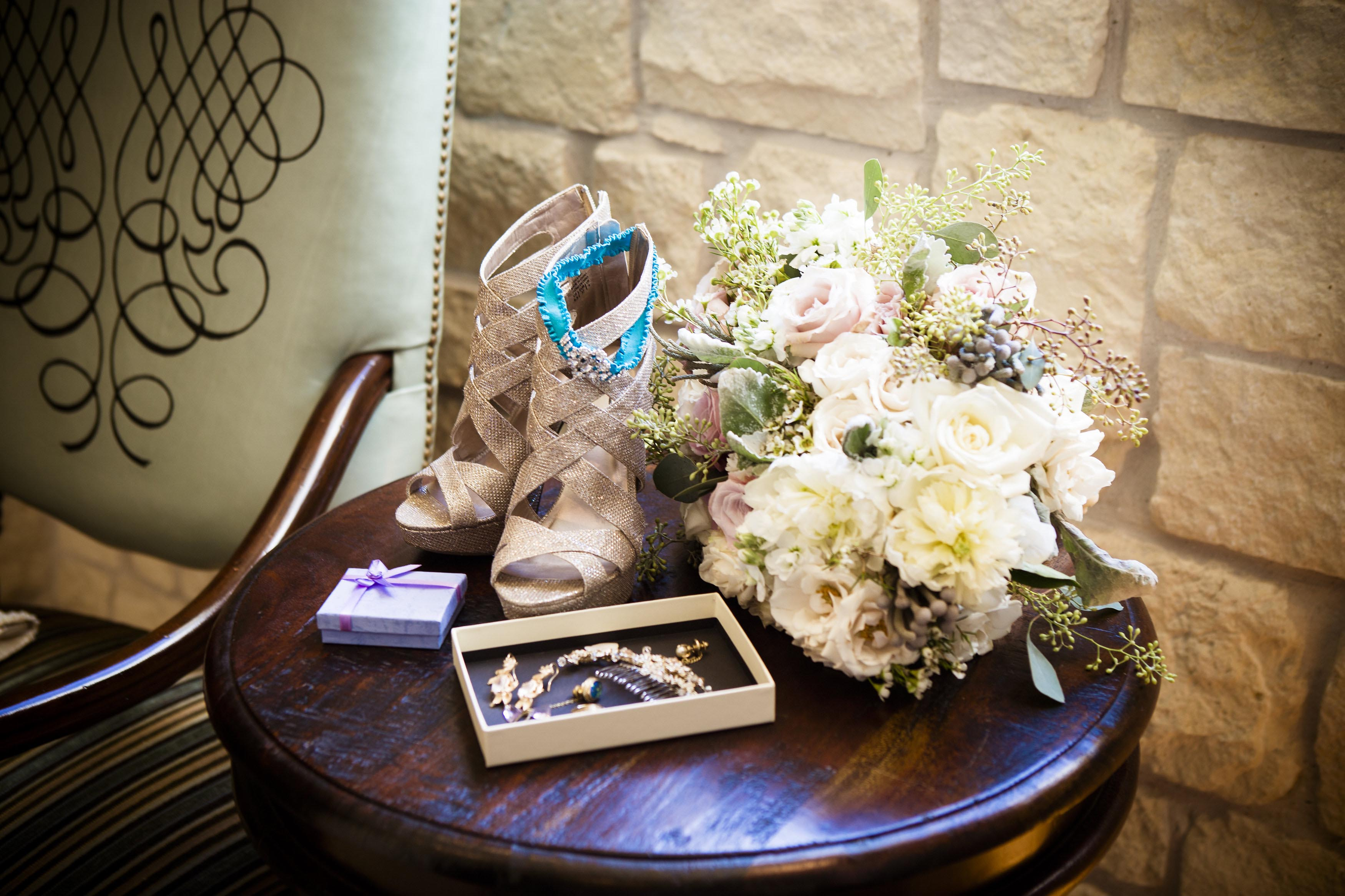 photos-of-wedding-details-at-briscoe-manor-065