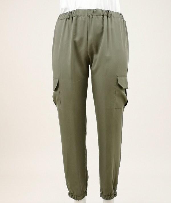 Pantalone tinta unita con tasca laterale elasticizzato in vita