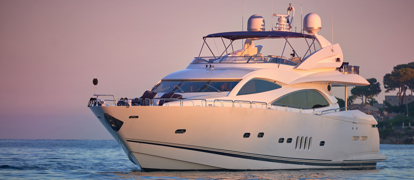 Sunseeker 94 Yacht - Pearl of London - Side Profile