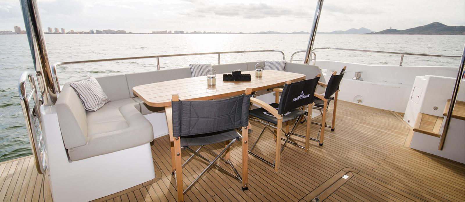Sunseeker 86 Yacht - Aft-Cockpit