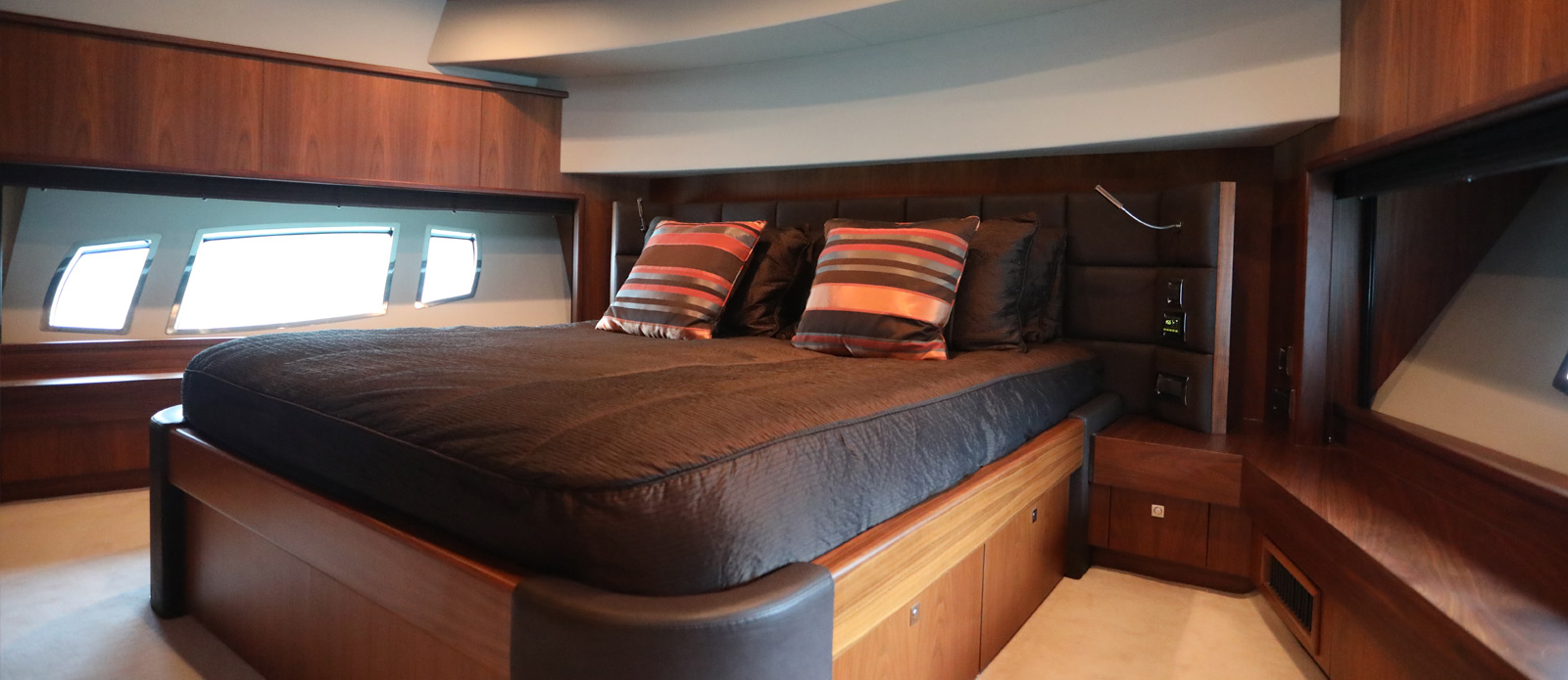 Sunseeker-30-Metre-Yacht-Coraysa-Junior-Suite-4
