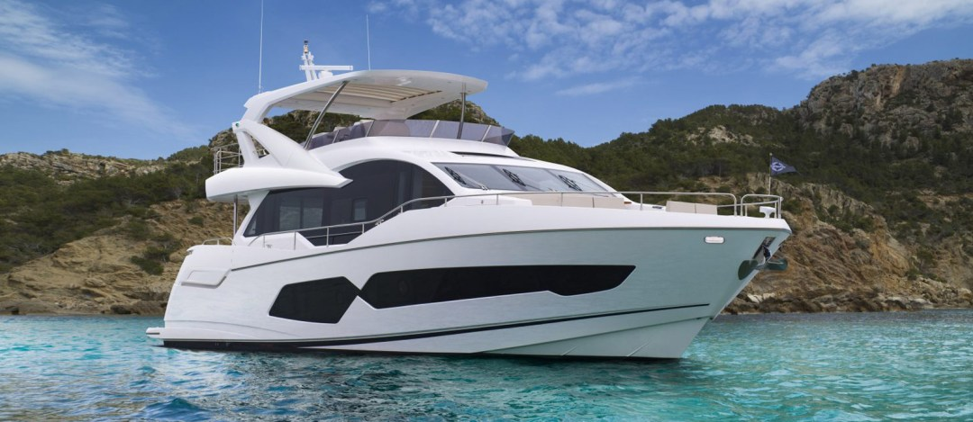 Sunseeker 76 Yacht - Bow On