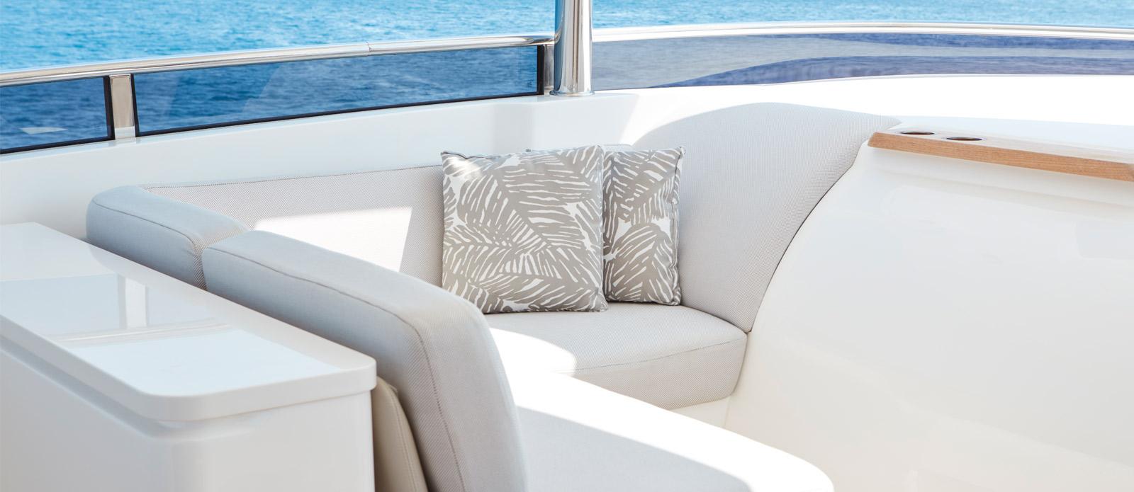 Princess 30 Metre Yacht Bandazul - Flybridge U-Shaped Seating