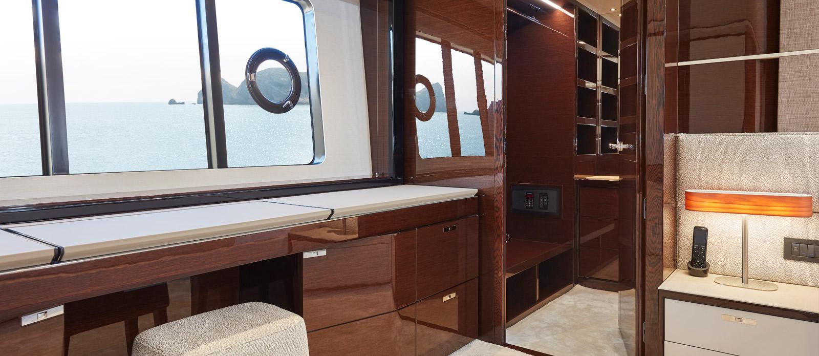Princess 30 Metre Yacht Bandazul - VIP Vanity Area