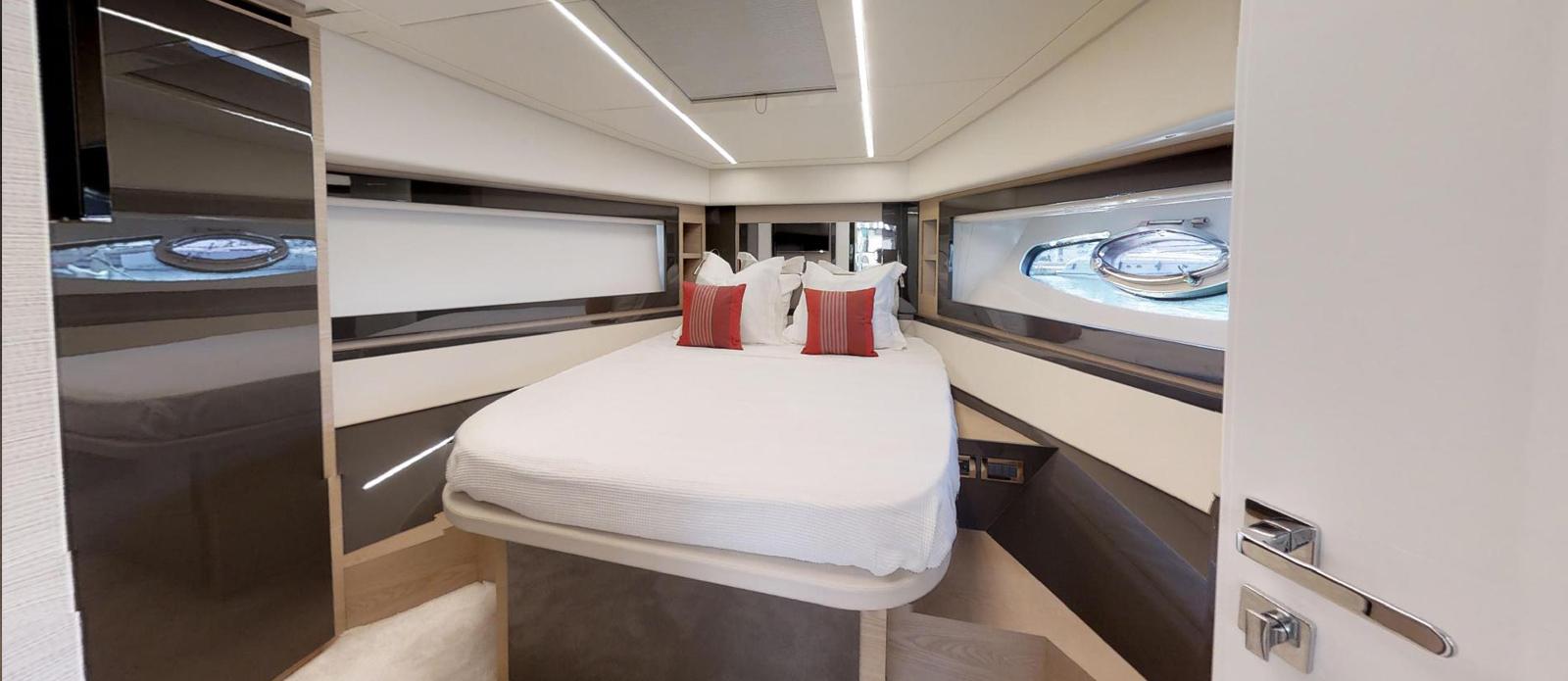 Pershing 70 - Ritmo De Vida - Forward-VIP-Cabin