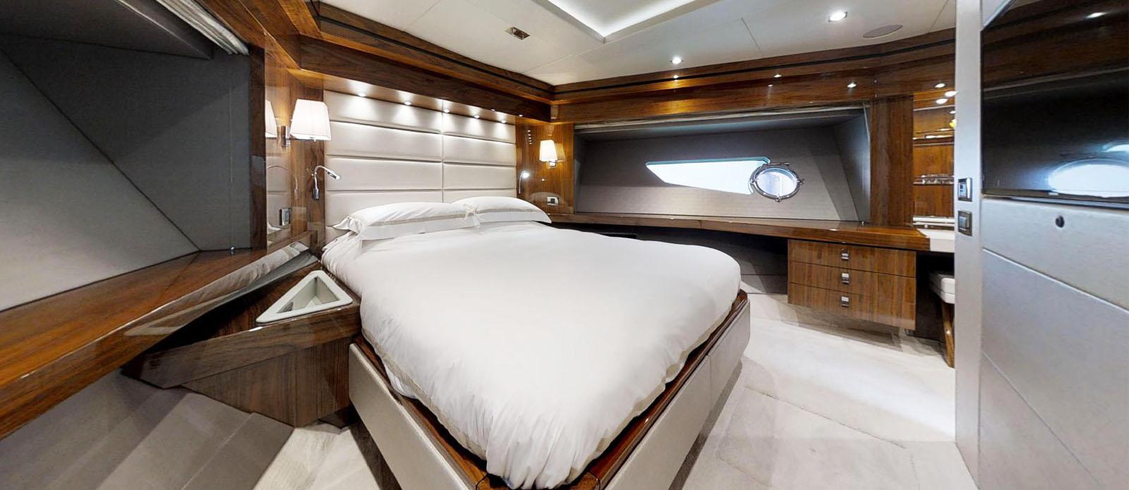 Sunseeker-86-Yacht-MiBowt-Master-Cabin