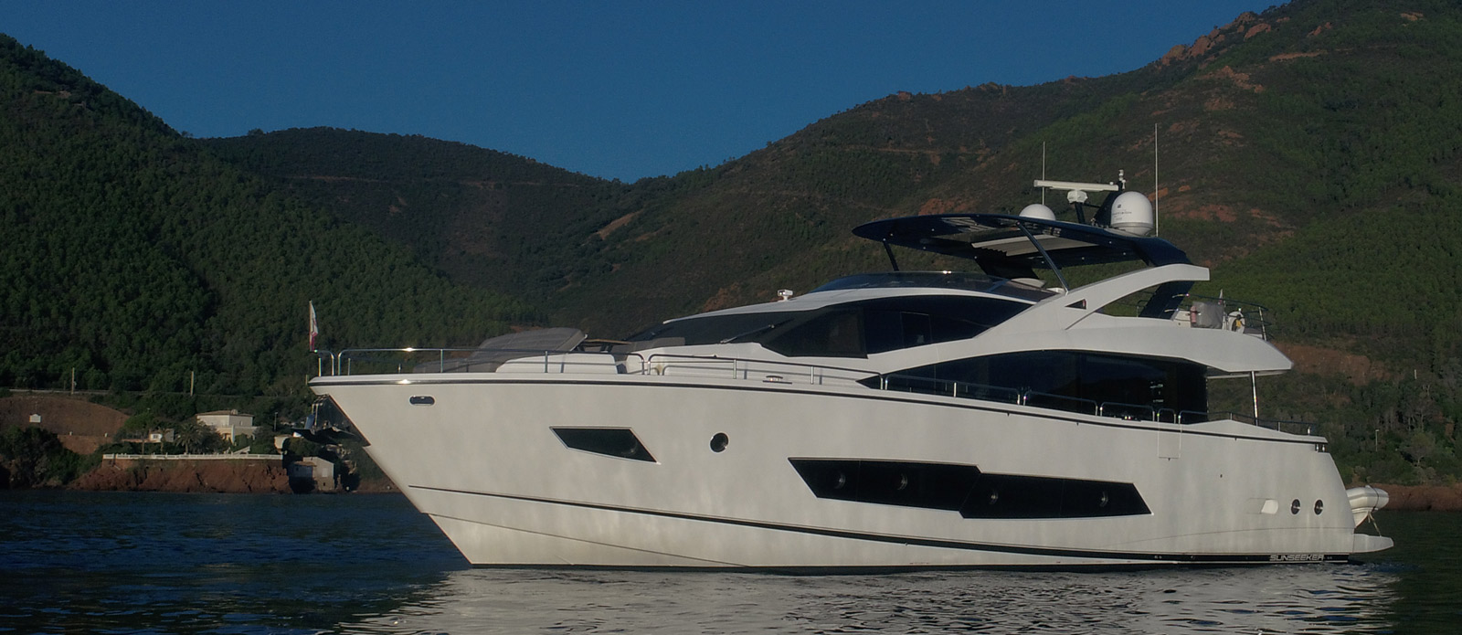 Sunseeker 86 Yacht MiBowt Side Profile Shot