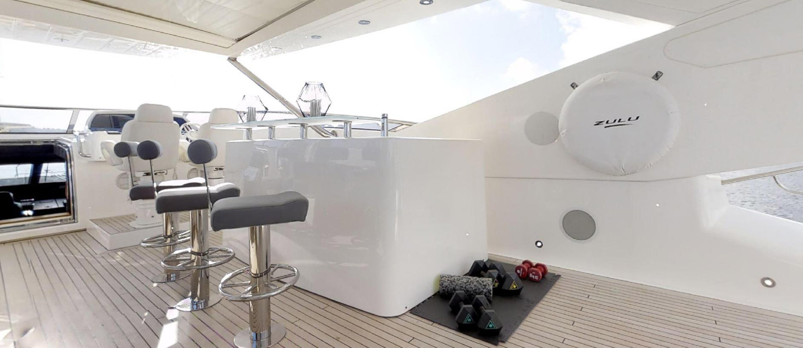 Sunseeker-115-Sport-Yacht-Zulu-Flybridge-Bar-and-Gym