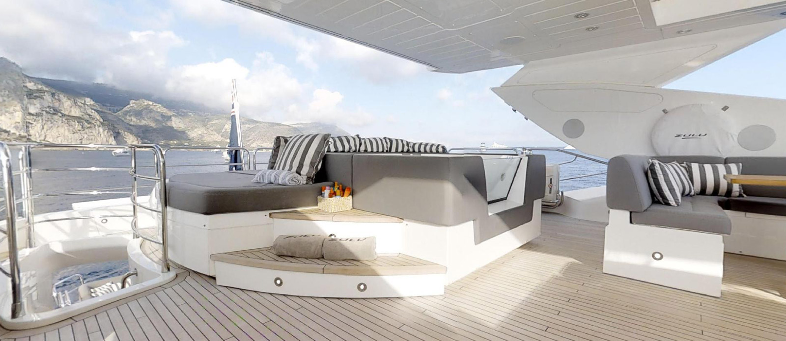 Sunseeker-115-Sport-Yacht-Zulu-Flybridge-Jacuzzi-and-SunPad