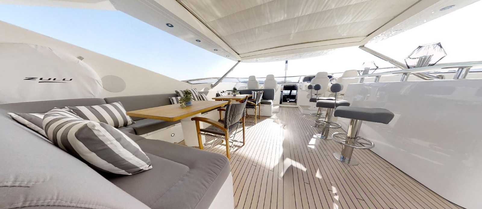 Sunseeker-115-Sport-Yacht-Zulu-Flybridge-Seating-and-Bar-2