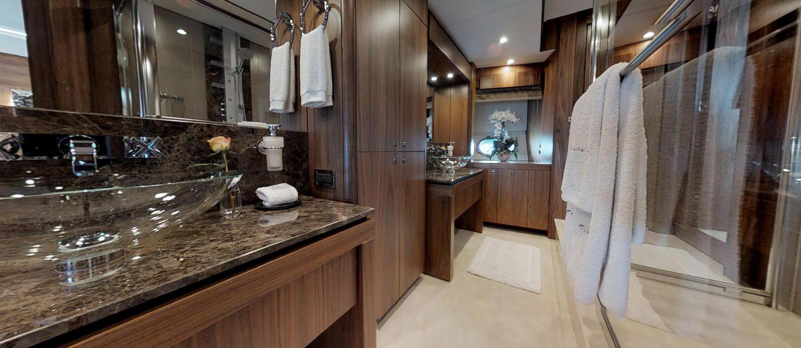 Sunseeker-115-Sport-Yacht-Zulu-Master-En-Suite