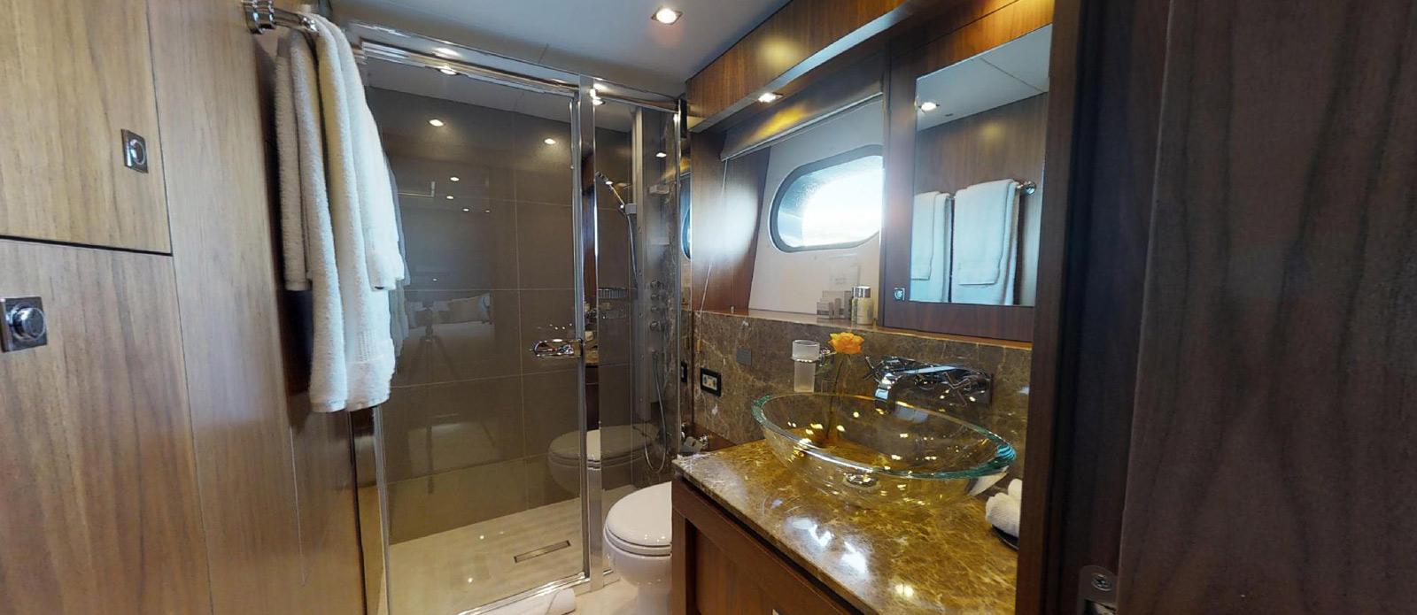 Sunseeker-115-Sport-Yacht-Zulu-Port-Double-Cabin-En-Suite