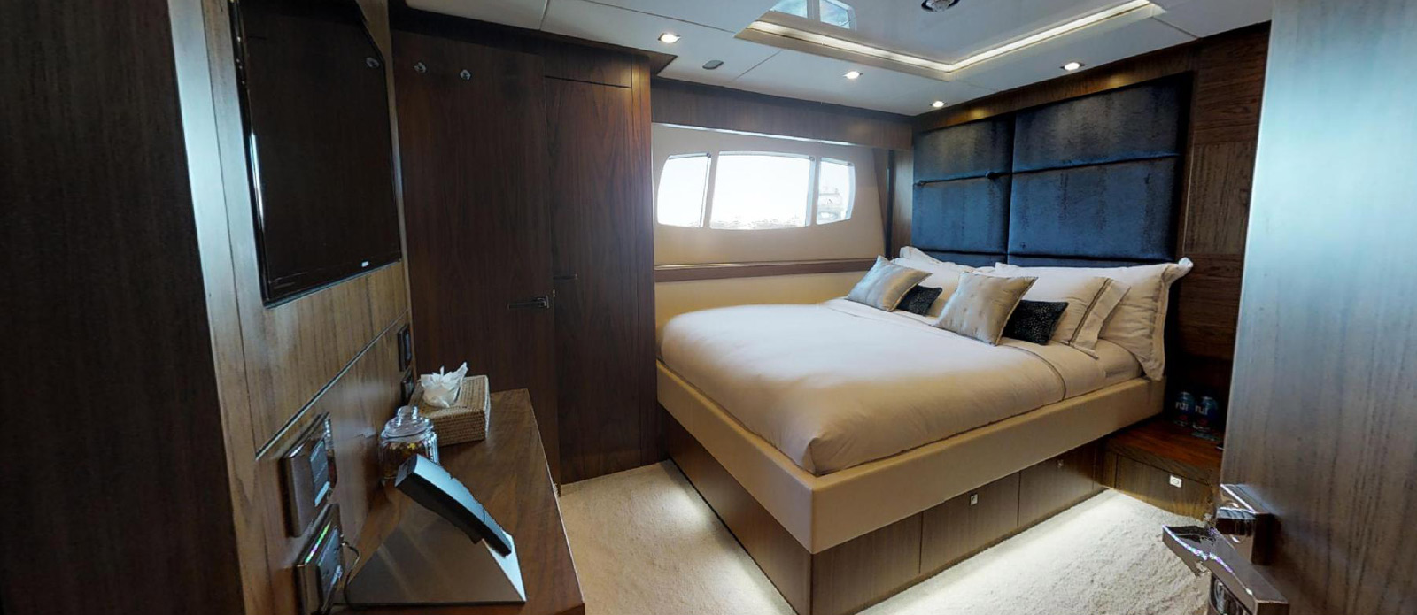 Sunseeker-115-Sport-Yacht-Zulu-Port-Double-Cabin