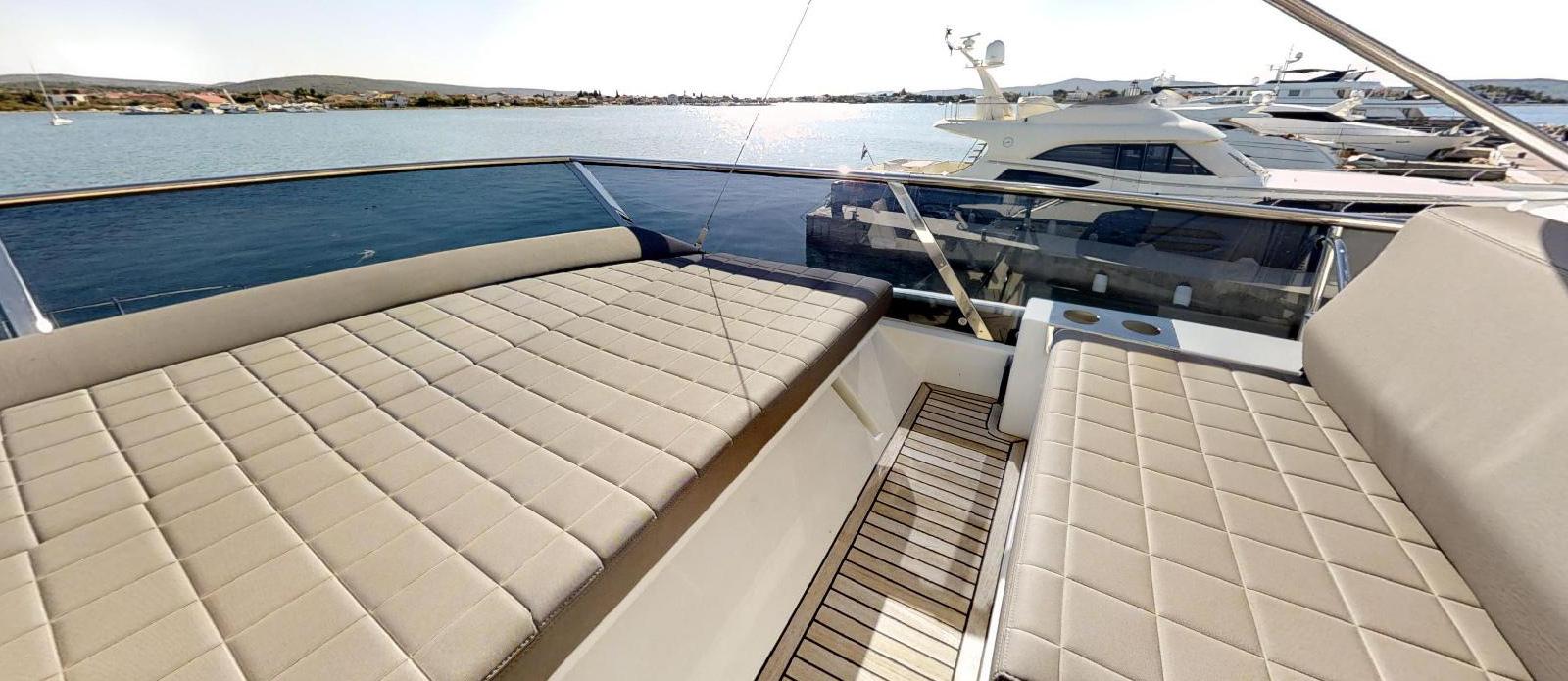 Prestige-630---Boss----Flybridge-Sunpad