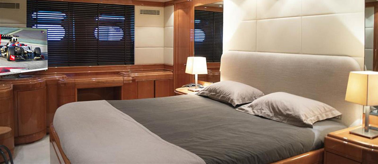Mangusta 105 Master Cabin