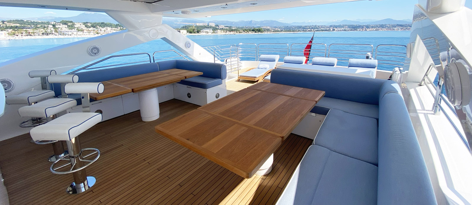 Flybridge Dining-Tuppence-Sunseeker 30m Yacht