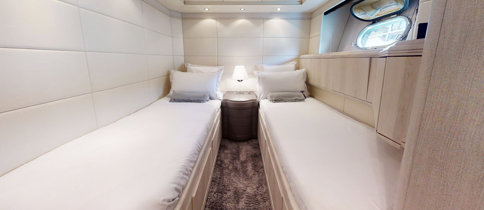 Port Twin Cabin 2- Mangusta 105 - Lauren V