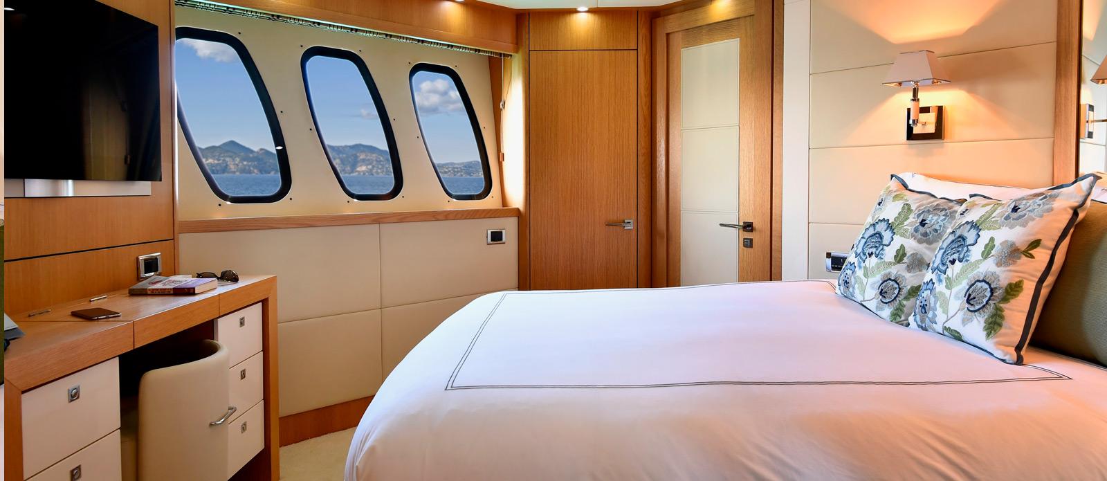 Sunseeker-34-Metre-Yacht---Emoji---VIP-Cabin