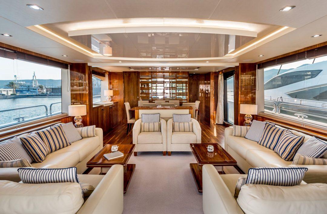 Sunseeker 86 Yacht - Stardust of Poole - Saloon 2