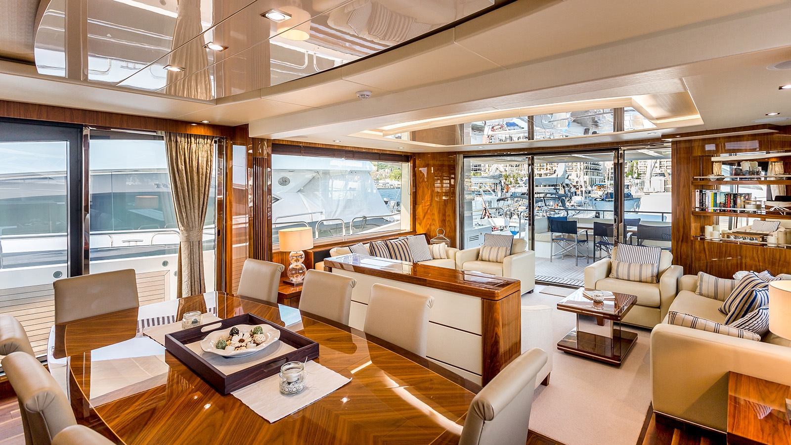 Sunseeker 86 Yacht - Stardust of Poole - Saloon 4