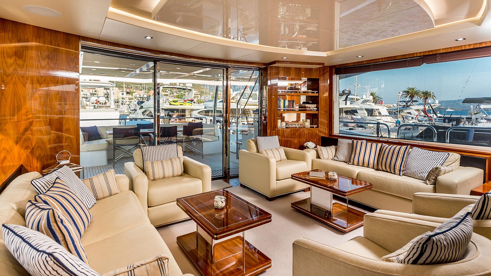 Sunseeker 86 Yacht - Stardust of Poole - Saloon 5