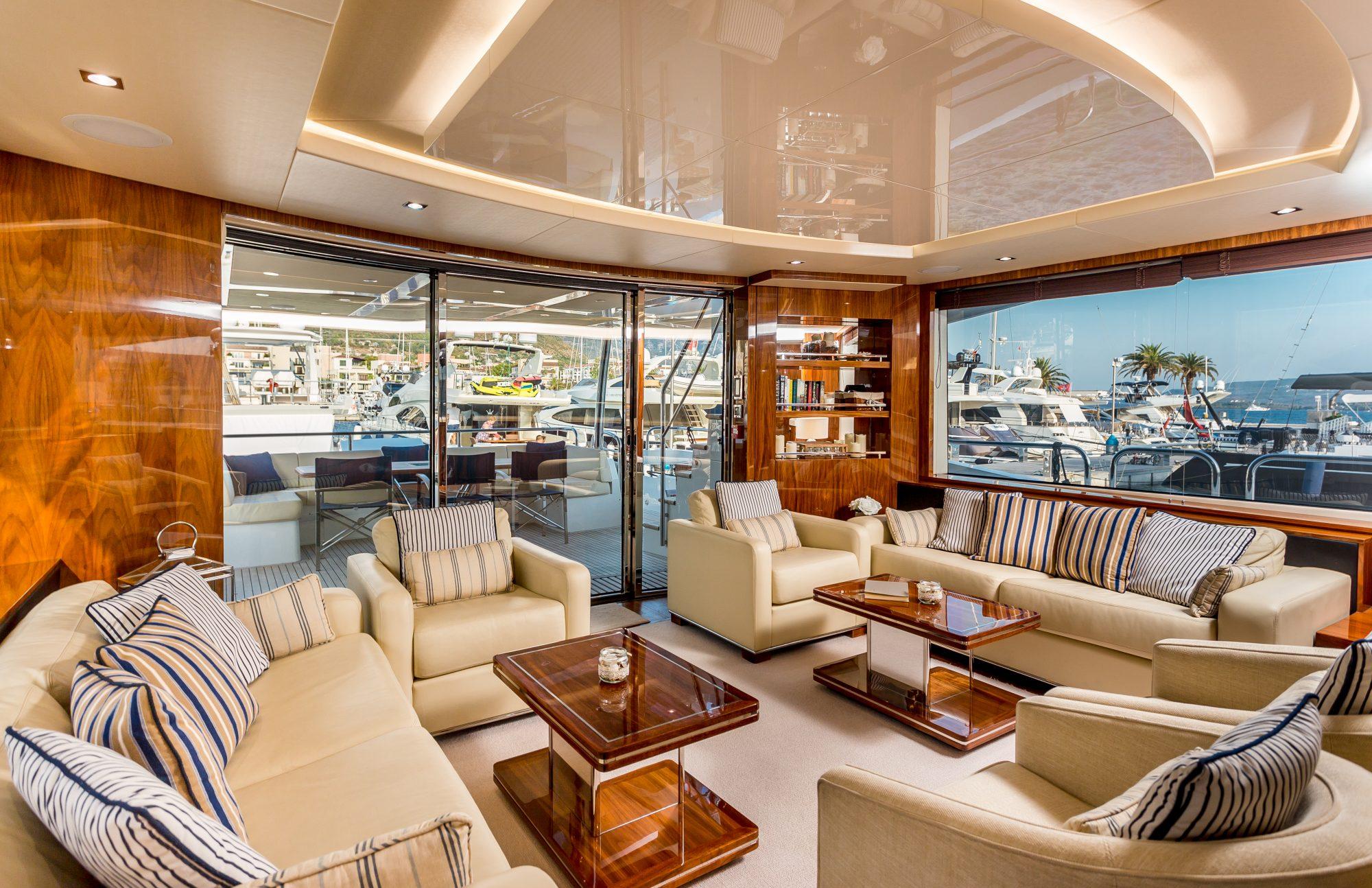Sunseeker 86 Yacht - Stardust of Poole - Saloon