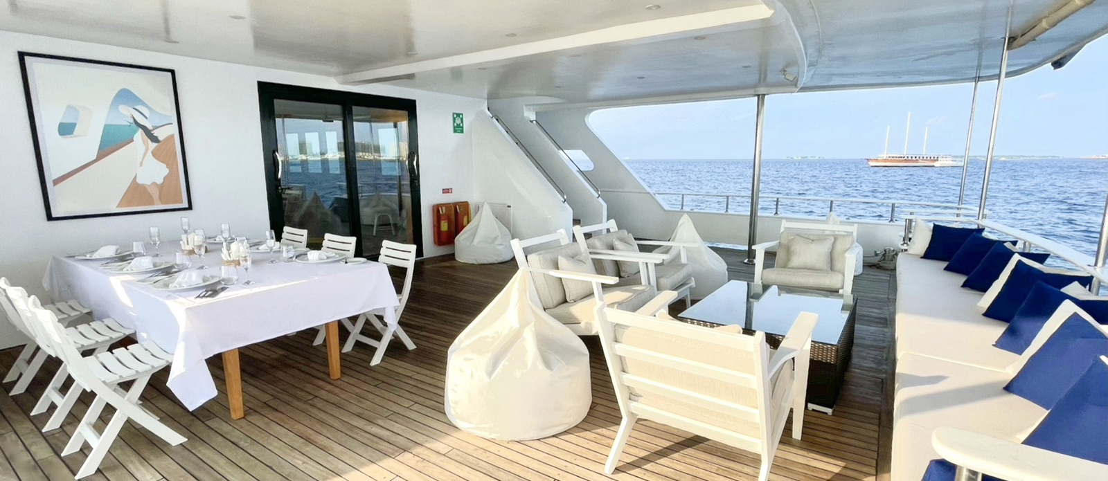 Safira-Luxury-Yacht-For-Sale-Interior-13