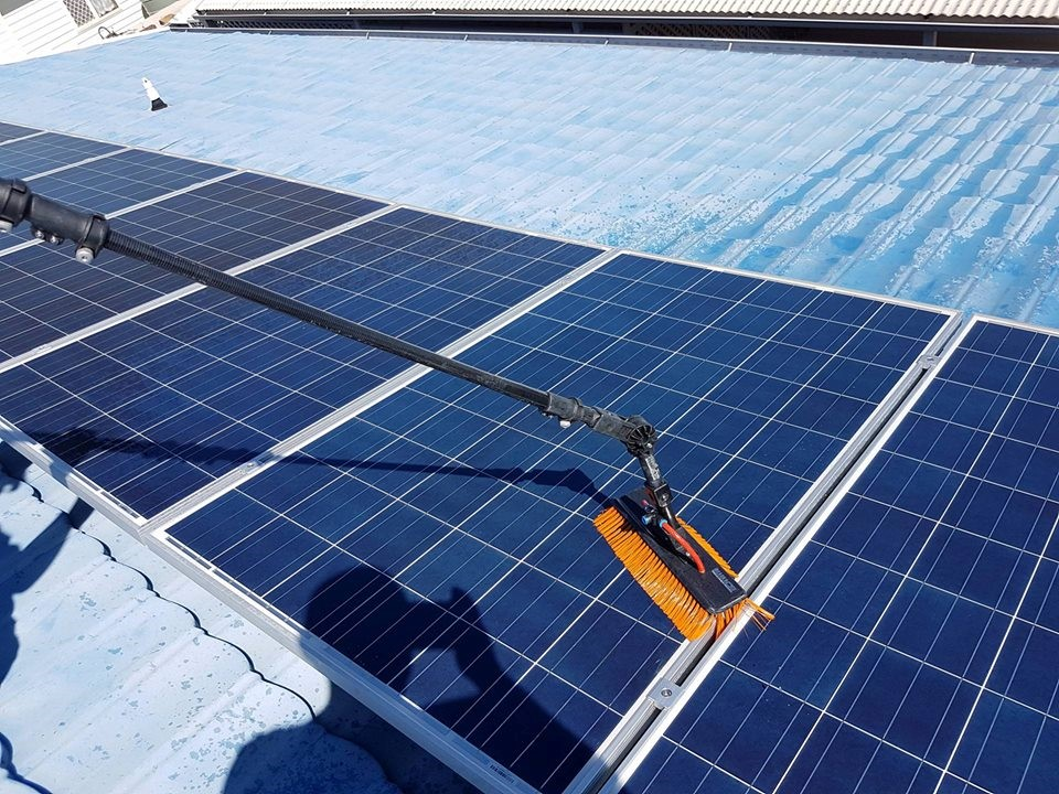 Solar-panel-cleaning-equipment