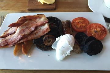 The White Post - Amazing Full English Breakfast