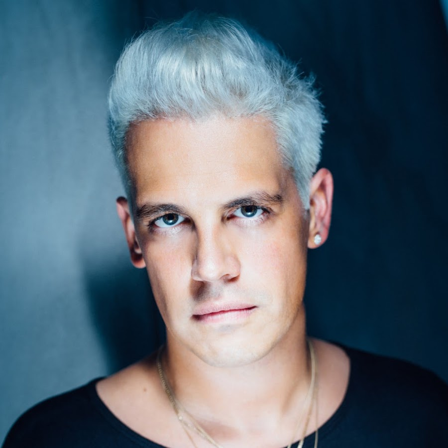 "Milo Yiannopoulos ""evacuated"" as Berkley event is cancelled and Protesters go on a violent rampage as police stand down."