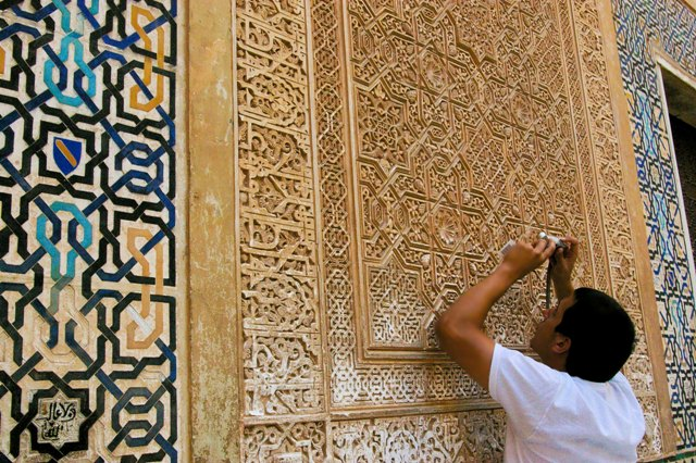The alhambra in spain is the world 39 s marvel british for Alhambra decoration