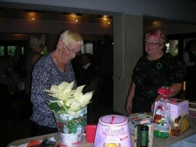 2013.12.11 This looks nice! - Shirley & a raffle winner