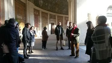 Director Christopher Smith begins the tour of the Villa Giulia. Photo by Ellie Johnson.