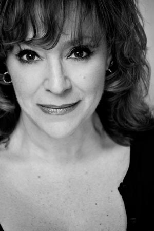 Harriet Thorpe narrates Facing East in Concert at London's Lyric Theatre