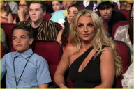 britney-spears-receives-first-icon-award-at-radio-disney-music-awards-07
