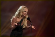 britney-spears-receives-first-icon-award-at-radio-disney-music-awards-13